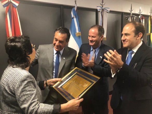 Importante acto de entrega de la bandera de Israel al Instituto de Educación Tecnológica de Argentina