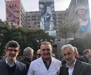 Elio Kapszuk, Marcelo Melo, y Daniel Pomerantz, director ejecutivo de la AMIA